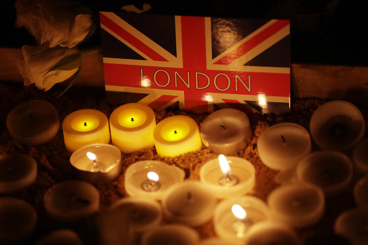 <p>People light candles at a vigil in Trafalgar Square on March 23, 2017, for the victims of Wednesday's attack in London. The Islamic State group has claimed responsibility for an attack by a man who plowed an SUV into pedestrians and then stabbed a police officer to death on the grounds of Britain's Parliament. (Photo: Matt Dunham/AP) </p>
