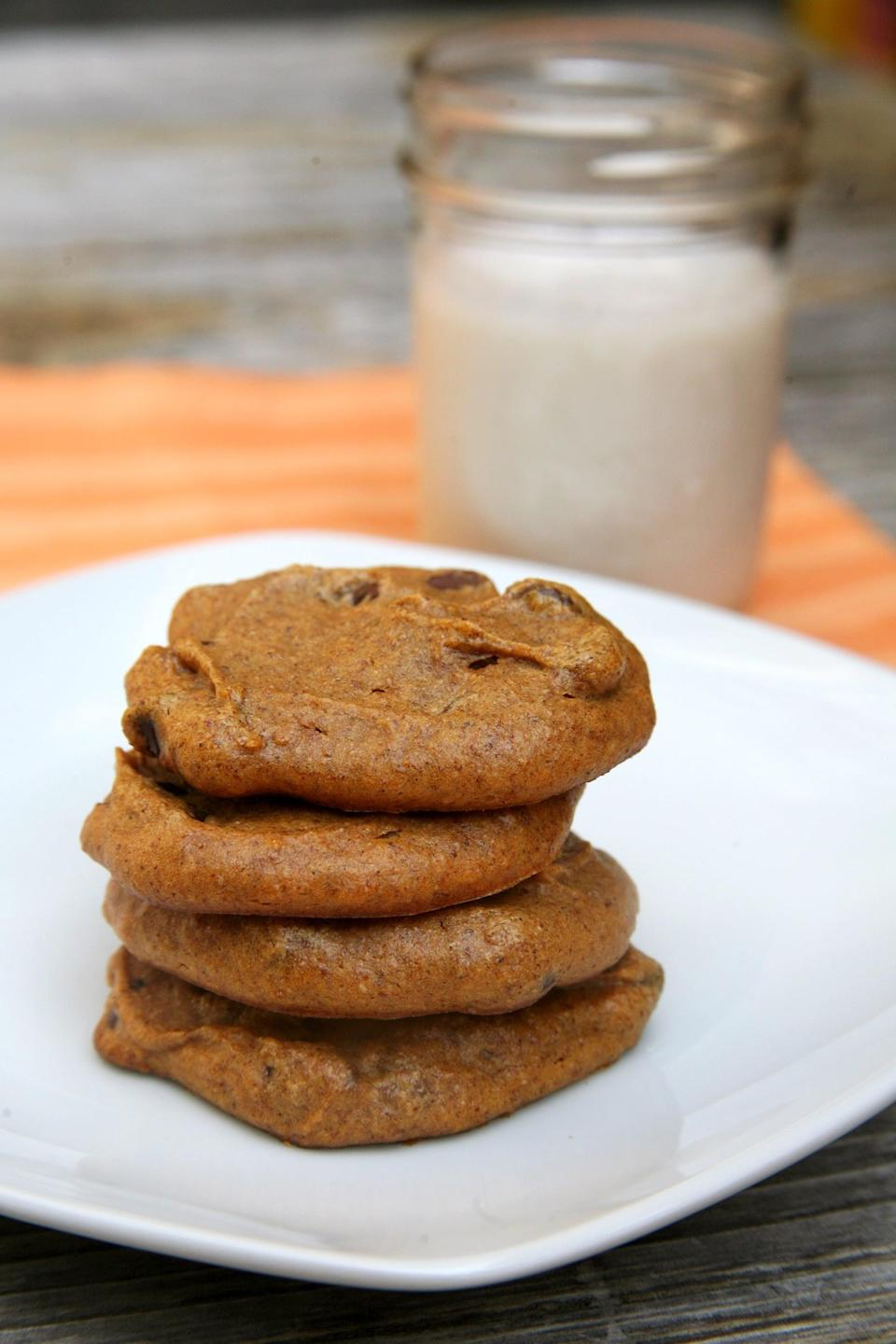 """<p>Soft, chewy, and only 86 calories per serving, these pumpkin chocolate chip cookies are vegan and grain-free. Bonus: since they contain no eggs, you can lick the bowl clean!</p> <p><b>Get the recipe</b>: <a href=""""https://www.popsugar.com/fitness/Vegan-Gluten-Free-Pumpkin-Cookies-27884350"""" class=""""link rapid-noclick-resp"""" rel=""""nofollow noopener"""" target=""""_blank"""" data-ylk=""""slk:vegan, grain-free pumpkin chocolate chip cookies"""">vegan, grain-free pumpkin chocolate chip cookies</a></p>"""