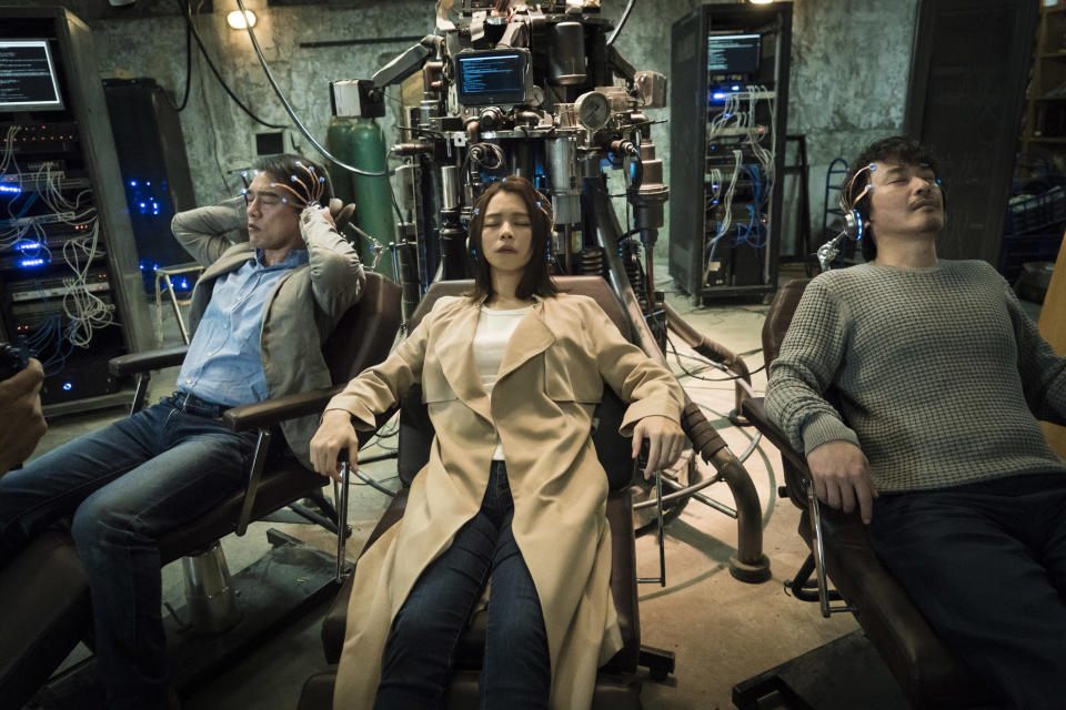 """(From left to right) David Wang, Vivian Hsu and Jason Wang star as three scientists in HBO Asia's """"Dream Raiders"""". (Photo: HBO Asia)"""