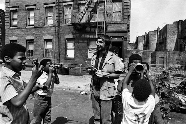 "<p>Jean-Pierre Laffont shares his cameras with the children from Bedford-Stuyvesant. (Photo: ""New York City Up and Down"" by Jean-Pierre Laffont, copyright © 2017, published by Glitterati Inc. <a href=""https://glitteratiincorporated.com"" rel=""nofollow noopener"" target=""_blank"" data-ylk=""slk:https://glitteratiincorporated.com"" class=""link rapid-noclick-resp"">https://glitteratiincorporated.com</a>) </p>"