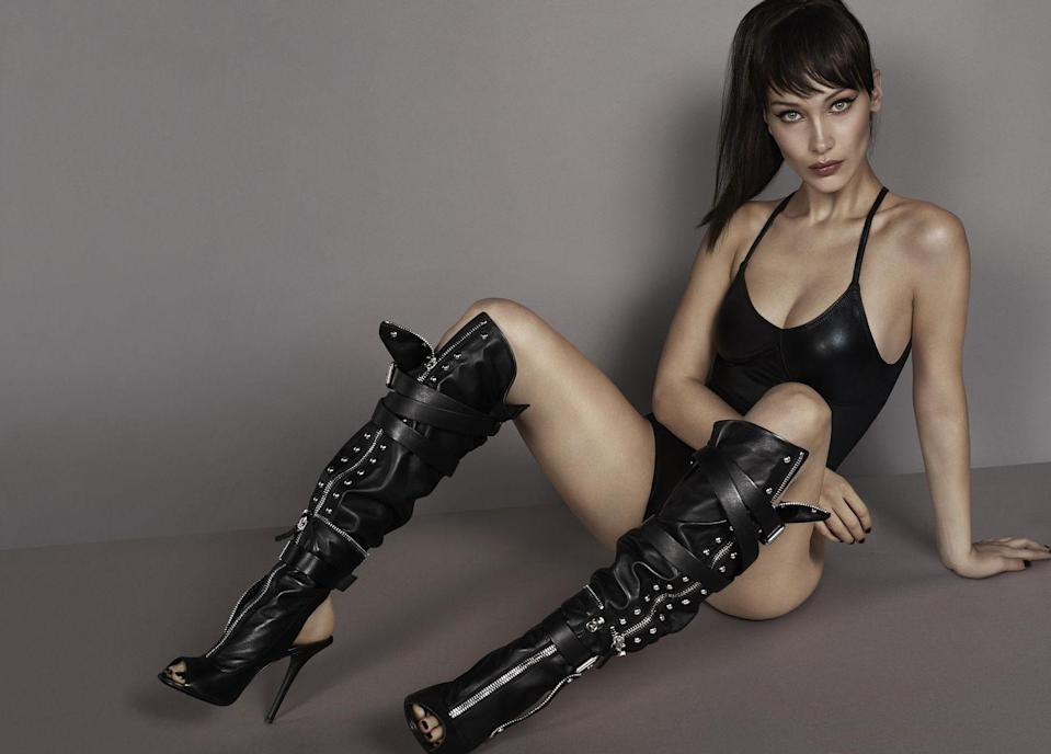 <p><strong>Photographer:</strong> Mert Alas and Marcus Piggott<br><br><strong>Model:</strong> Bella Hadid <br><br></p>