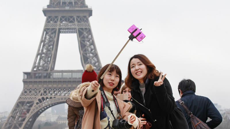 Eiffel Tower a magnet for selfies