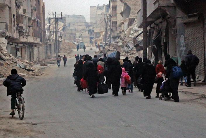 Syrian civilians flee the Sukkari neighbourhood towards safer rebel-held areas in southeastern Aleppo, on December 12, 2016, during an operation by Syrian government forces to retake the embattled city (AFP Photo/THAER MOHAMMED)
