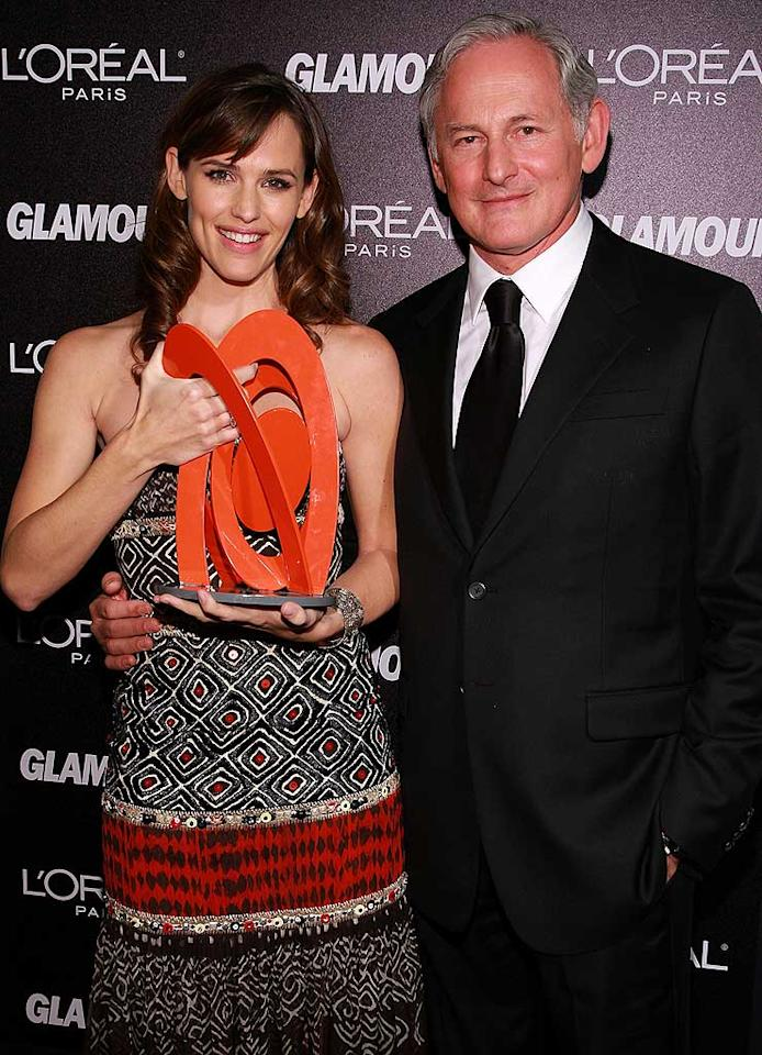 "Honoree Jennifer Garner receives her award from former ""Alias"" co-star Victor Garber. Dimitrios Kambouris/<a href=""http://www.wireimage.com"" target=""new"">WireImage.com</a> - November 5, 2007"
