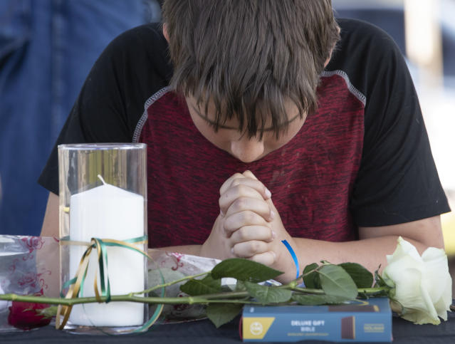 <p>Trent Bolin, 13, prays in front of memorial candles during a prayer vigil following a shooting at Santa Fe High School in Santa Fe, Texas, on Friday, May 18, 2018. (Photo: Stuart Villanueva The Galveston County Daily News via AP) </p>
