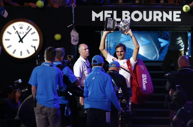 Tennis - Australian Open - Men's singles final - Rod Laver Arena, Melbourne, Australia, January 28, 2018. Winner Roger Federer of Switzerland celebrates with the trophy. REUTERS/Thomas Peter TPX IMAGES OF THE DAY