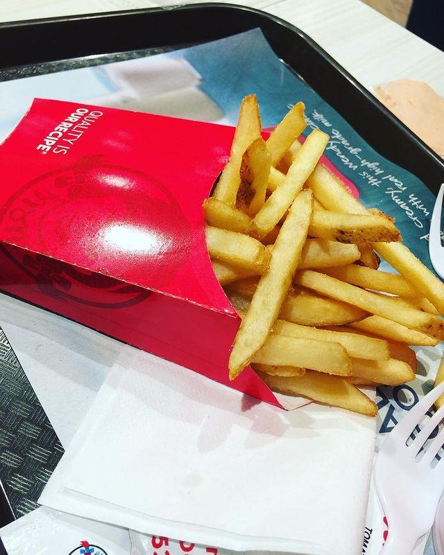 """<p><strong>What is it:</strong> Natural-cut, skin-on, sea-salted fries served hot and crispy. The world loves them for a reason.</p><p><strong>Why it's top tier: </strong>They're French fries. Need we say more?</p><p><a href=""""https://www.instagram.com/p/BgjOmvSgmTJ/"""" rel=""""nofollow noopener"""" target=""""_blank"""" data-ylk=""""slk:See the original post on Instagram"""" class=""""link rapid-noclick-resp"""">See the original post on Instagram</a></p>"""