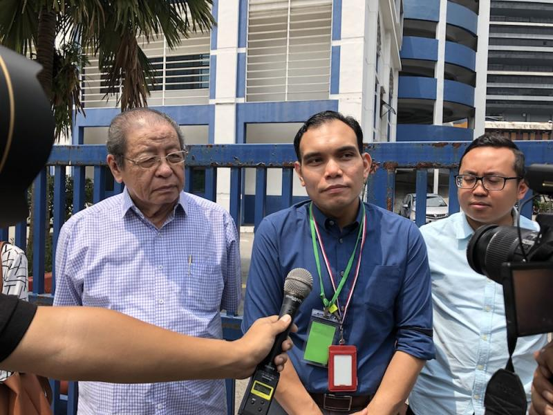 Syahredzan (centre) speaks to reporters at the Dang Wangi district police headquarters August 15, 2019. — Picture by Emmanuel Santa Maria Chin