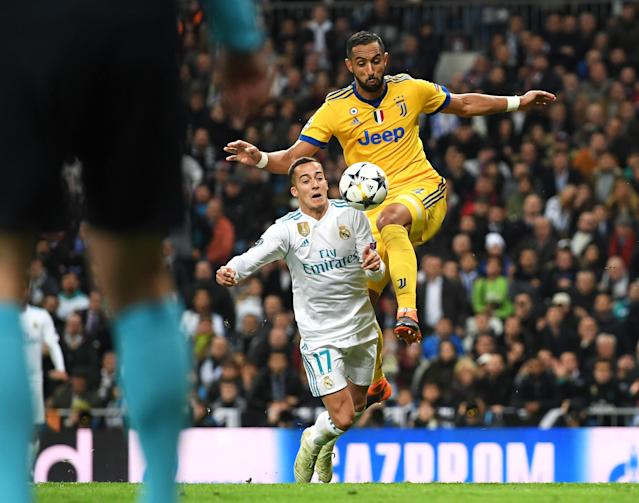 "Real Madrid's Lucas Vazquez collapses as Juventus' <a class=""link rapid-noclick-resp"" href=""/soccer/players/372607/"" data-ylk=""slk:Medhi Benatia"">Medhi Benatia</a> attempts to win the ball in the third minute of stoppage time. Referee <a class=""link rapid-noclick-resp"" href=""/ncaaf/players/251093/"" data-ylk=""slk:Michael Oliver"">Michael Oliver</a> gave a penalty. (Getty)"