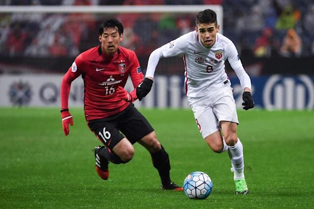 Oscar (R), a 60-million-euro signing a year ago, is looking for a first trophy with Shanghai SIPG (AFP Photo/Toshifumi KITAMURA)