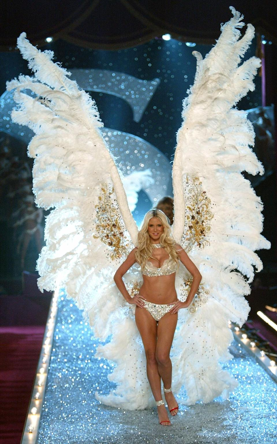 <p>And the award for THE biggest Victoria Secret wings ever worn goes to Heidi Klum in 2003. [Photo: Getty] </p>