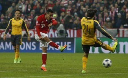 Football Soccer - Bayern Munich v Arsenal - UEFA Champions League Round of 16 First Leg - Allianz Arena, Munich, Germany - 15/2/17 Bayern Munich's Thiago Alcantara scores their fourth goal  Reuters / Michaela Rehle Livepic