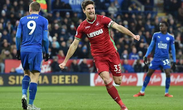 Federico Fernández strikes to earn Swansea a point against Leicester