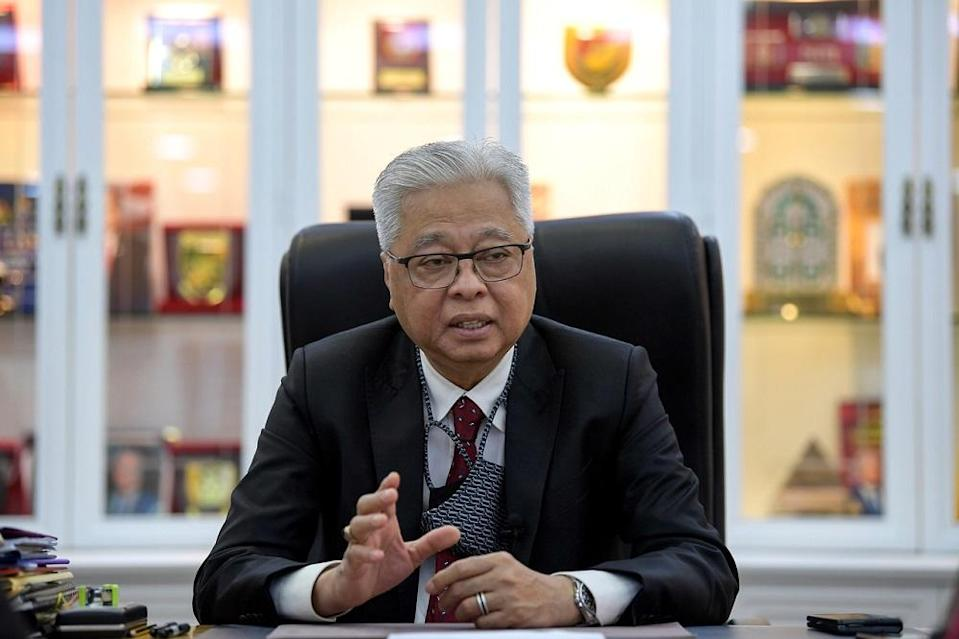 Senior Minister (Security Cluster) Datuk Seri Ismail Sabri Yaakob says the detention block and quarters of the Pekan Nenas Immigration Depot in Pontian, Johor will come under the EMCO from tomorrow until February 5. ― Bernama pic