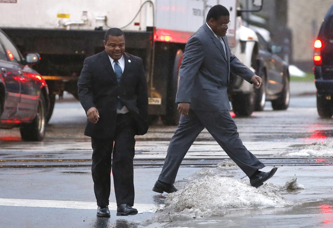 Trenton New Jersey Mayor Tony Mack (left) and his brother Ralphiel Mack (right) arrive at United States Court in Trenton, New Jersey, January 6, 2014. Jury selection in the corruption trial of Mack, the mayor of New Jersey's capital city and his brother was scheduled to begin Monday in a case U.S. prosecutors say is filled with secret meetings and code names. REUTERS/Mike Segar (UNITED STATES - Tags: CRIME LAW POLITICS)