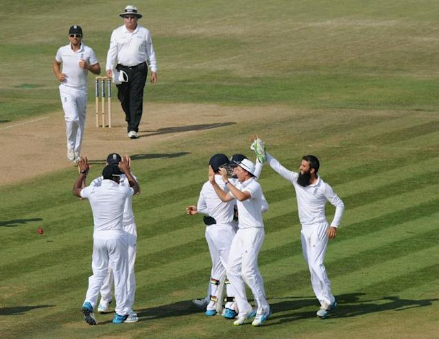 England's Moeen Ali (right) celebrates taking the wicket of India's Cheteshwar Pujara during the fourth day's play in the third Test match at the Ageas Bowl ground in Southampton on July 30, 2014 (AFP Photo/Olly Greenwood)