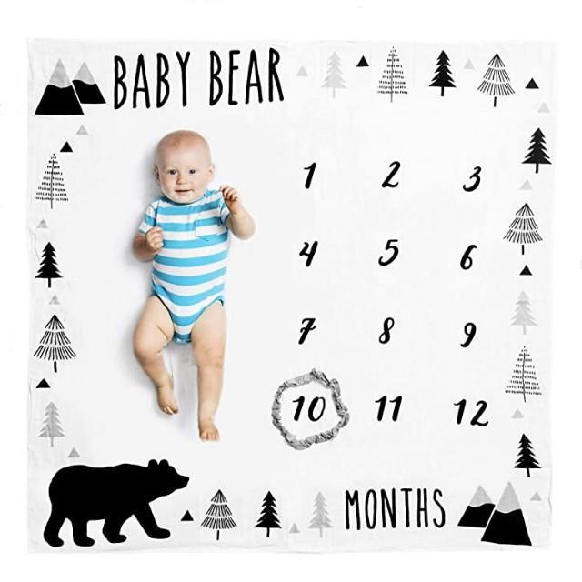 Capture the adventurous spirit of your baby boy with this mountain-filled milestone blanket. If you have a woodland-inspired nursery, this blanket will fit right in with your decor. The white blanket is made out of 100 percent organic muslin cotton, which will be gentle on your baby's delicate skin. Your baby bear will be the center of attention during this recurring photoshoot with this blanket of contrasts. To mark the monthly milestones, there's a gray, mountain-esque ring included with the blanket.