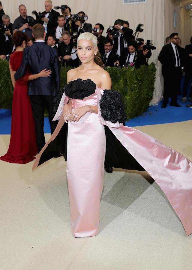 <p>Zoe Kravitz wore a pink strapless Oscar de la Renta gown with an off-the-shoulder train. (Photo by Neilson Barnard/Getty Images) </p>