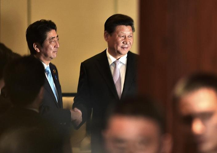 Chinese President Xi Jinping (right) shakes hands with Japanese Prime Minister Shinzo Abe during their bilateral meeting on the sidelines of the Asian Africa Conference in Jakarta, on April 22, 2015 (AFP Photo/Bay Ismoyo)