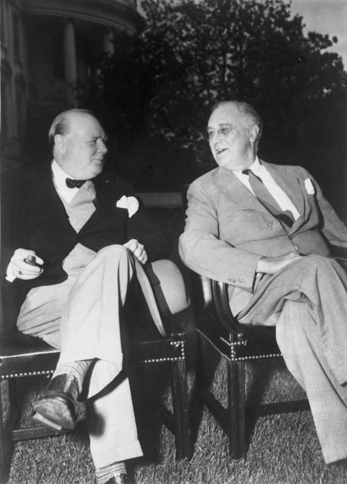 British Prime Minister Winston Churchill and U.S. President Franklin D. Roosevelt discuss World War II at the White House in 1943. (Photo: Keystone/Hulton Archive/Getty Images)
