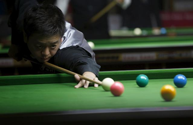 Hong Kong's Fung Kwok Wai plays a shot during his snooker match against Pakistan's Mohammad Majid Ali during the IBSF World 6 Red Snooker Championships in Karachi, Pakistan, August 8, 2015. REUTERS/Akhtar Soomro