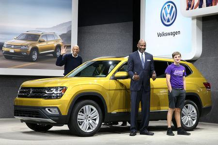 VW Makes Pitch As Comeback Brand At Los Angeles Auto Show - Los angeles car show 2018