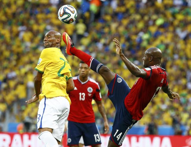 Brazil's Maicon (L) is challenged by Colombia's Victor Ibarbo during the 2014 World Cup quarter-finals soccer match at the Castelao arena in Fortaleza July 4, 2014. REUTERS/Stefano Rellandini (BRAZIL - Tags: SOCCER SPORT WORLD CUP)