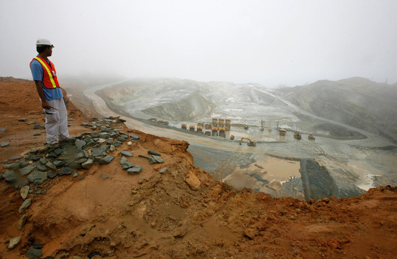 FILE PHOTO - A worker looks at the Rapu Rapu open pit mine owned by the Australian firm Lafayette mining in Albay province, central Philippines, February 5, 2007.  REUTERS/Romeo Ranoco/File Photo