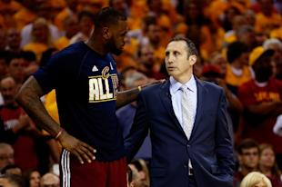 LeBron James and head coach David Blatt speak on May 26, 2015. (AFP Photo/Gregory Shamus)