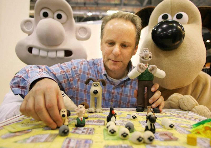 PA File image dated Wednesday 25 January 2006 showing animator Nick Park (with his creations Wallace and Gromit), whose film 'Wallace and Gromit; Curse of the Were-Rabbit' has just been nominated for Best Animation for the forthcoming Academy Awards, London, Tuesday 31 January 2006. PRESS ASSOCIATION photo. Photo Credit should read: Ian West/PA.