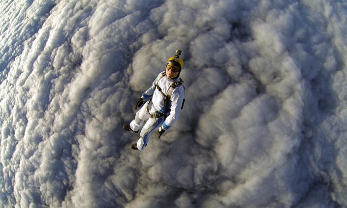 Gleb Vorevodin in the clouds over Moscow. (Photo: Gleb Vorevodin/Caters News)