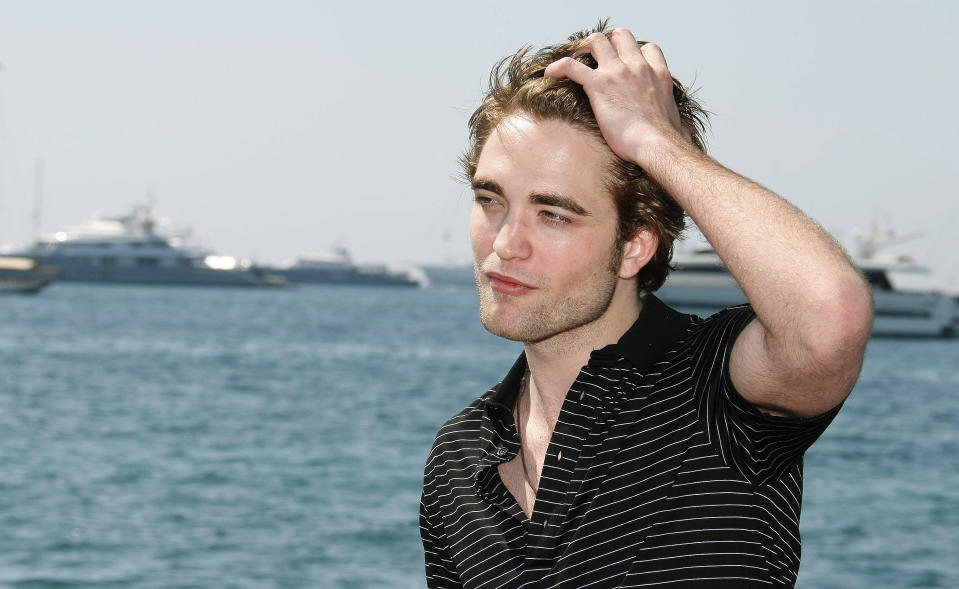 Actor Robert Pattinson poses during a photocall at the 62nd Cannes Film Festival May 19, 2009. Twenty films compete for the prestigious Palme d'Or which will be awarded on May 24.   REUTERS/Regis Duvignau  (FRANCE ENTERTAINMENT)