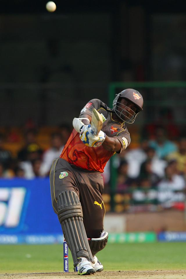 Thisara Perera launches Moises Henriques for a huge six during match 9 of of the Pepsi Indian Premier League between The Royal Challengers Bangalore and The Sunrisers Hyderabad held at the M. Chinnaswamy Stadium, Bengaluru on the 9th April 2013. (BCCI)