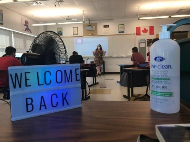 The return of mandatory masks in Regina and Saskatoon's Catholic and public high schools on Tuesday was welcomed by most students and parents. The reinstated health measure also has some doctors calling for a mask mandate in schools province-wide. (Christian Milette/Radio-Canada - image credit)