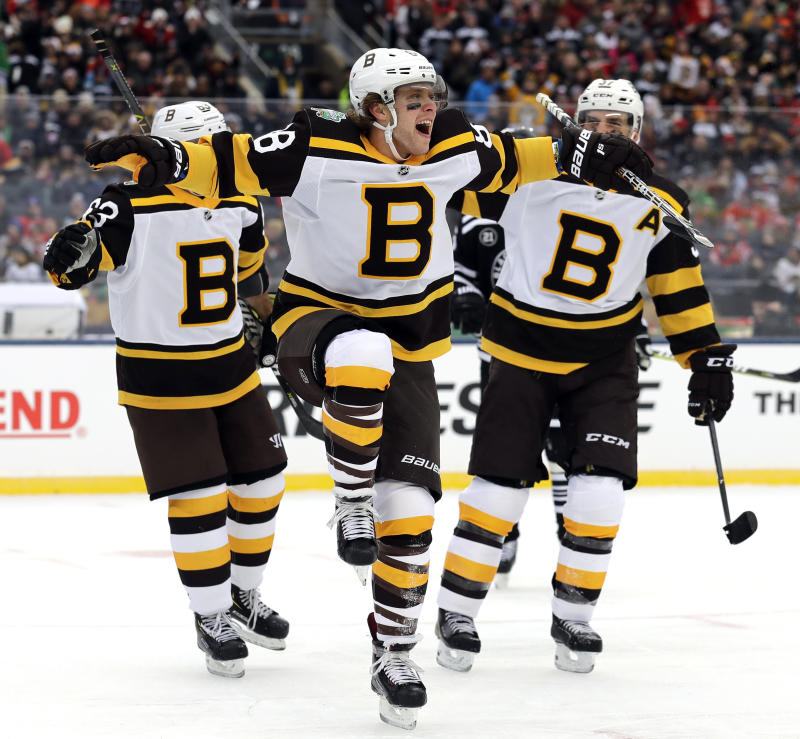 pretty nice eaa50 b5809 Pastrnak, Bruins beat Blackhawks 4-2 in Winter Classic