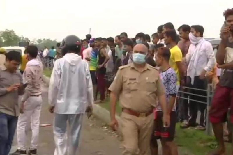 Vikas Dubey's Family Returned to Lucknow After Cremation, His Wife & Maid Questioned for 5 Hrs: Police