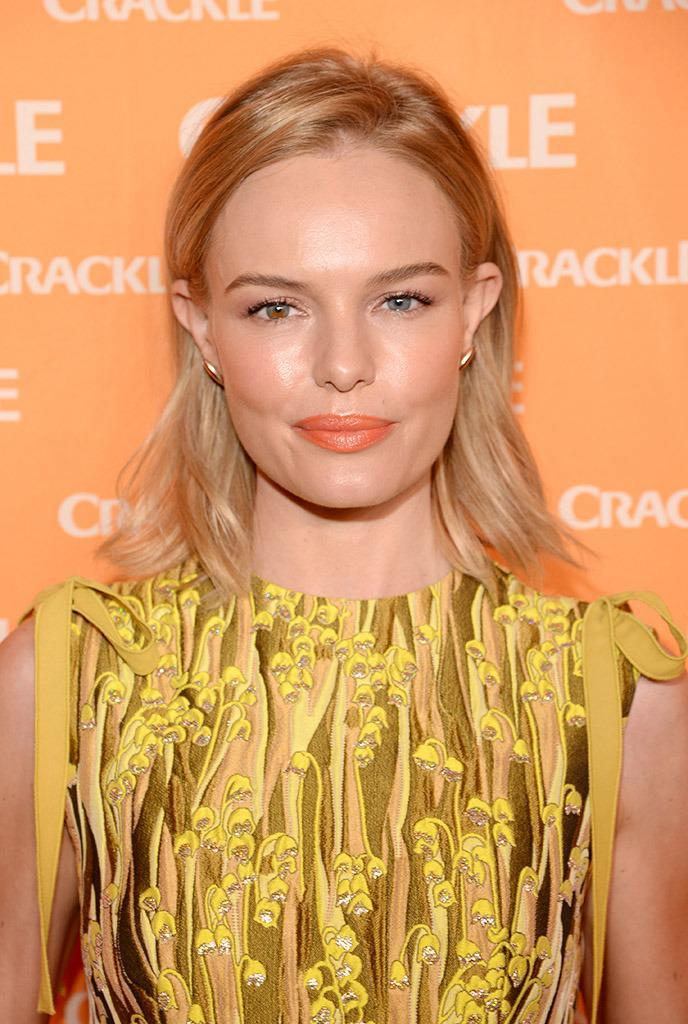 <p><i>Blue Crush</i> beauty Kate Bosworth is lovely, but don't mistake her for having blond hair and blue eyes. She has blond hair, one blue eye, and one blue-and-hazel eye. <i>(Photo: Getty Images) </i><br></p>