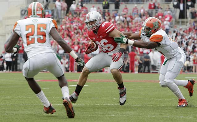 Ohio State tight end Jeff Heuerman, center, runs after a catch against Florida A&M defenders John Oye Ojo, left, and Michael Ducre during the first quarter of an NCAA college football game Saturday, Sept. 21, 2013, in Columbus, Ohio. Ohio State beat Florida A&M 76-0. (AP Photo/Jay LaPrete)