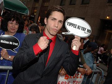 "Premiere: <a href=""/movie/contributor/1804512153"">Justin Long</a> at the New York premiere of 20th Century Fox's <a href=""/movie/1808403725/info"">Live Free or Die Hard</a> - 6/22/2007<br>Photo: <a href=""http://www.wireimage.com"">Stephen Lovekin, WireImage.com</a>"
