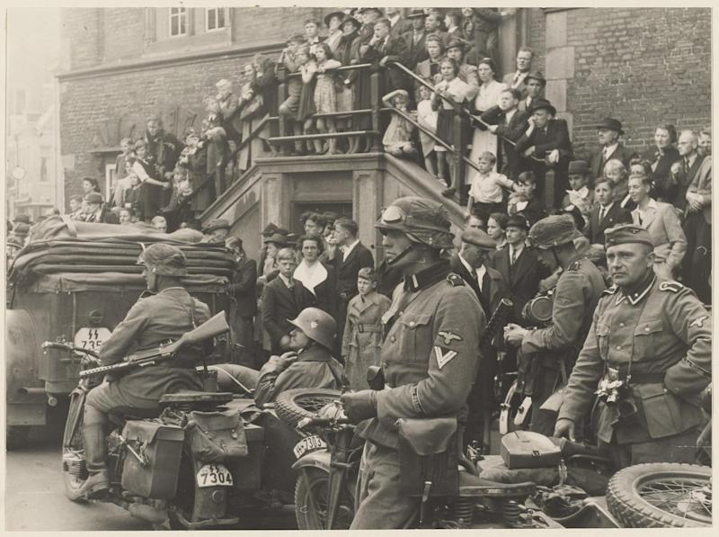 German troops at the Grote Markt (central market square) in Haarlem in May 1940: Sophie Poldermans