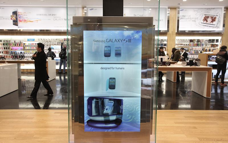 A screen displays advertisement of Samsung Electronics' Galaxy S III at the showroom of the company headquarters in Seoul, South Korea, Friday, Jan. 25, 2013. Samsung Electronics Co. said quarterly profit soared 76 percent, boosted by the popularity of its Galaxy smartphones, which outsold the iPhone for a fourth straight quarter. But the company said Friday it expects earnings to decline during the current quarter because of seasonally low demand for consumer electronics. (AP Photo/Ahn Young-joon)
