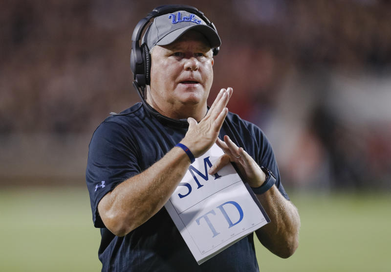 Head coach Chip Kelly of the UCLA Bruins signals for a timeout during the game against the Cincinnati Bearcats. (Getty)