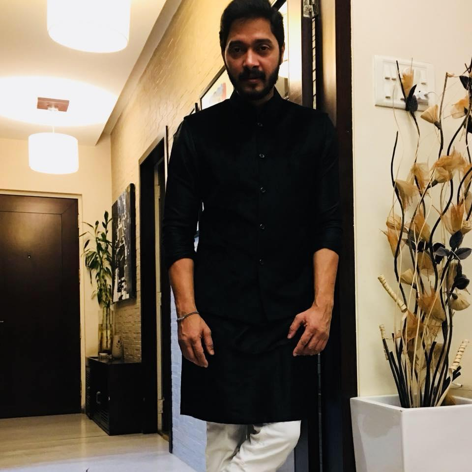 <p>An inspiring journey in acting is that of Shreyas Talpade. He has left a mark in movies with his flawless performance in movies like Dor and Iqbal, but it's equally disheartening to see this great performer stay underrated and act in slapstick comedy sequels much below his worth. One among his first appearances that went unnoticed was as Mushtaq – the chaiwala, in the 2002 Amitabh Bahchan- Sushmita Sen starrer, Aankhein. </p>