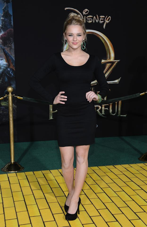 "HOLLYWOOD, CA - FEBRUARY 13:  Actress Hunter King arrives for the world premiere of Walt Disney Pictures' ""Oz The Great And Powerful"" at the El Capitan Theatre on February 13, 2013 in Hollywood, California.  (Photo by Jason Kempin/Getty Images)"