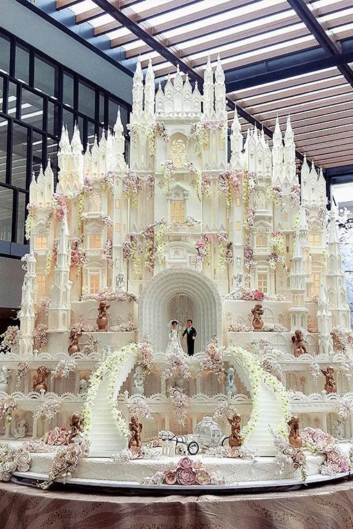 Company Le Novelle Cake specialise in creating the most OTT bridal cakes money can buy. And it takes a lot of money, with $6600 being the minimum you'll need to fork out for one of these sugary masterpieces.
