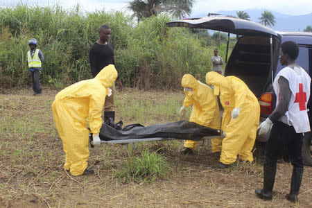 Health workers carry the body of an Ebola virus victim in the Waterloo district of Freetown