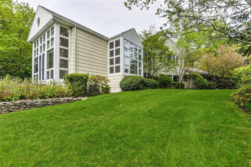 "<p>It's located on <a rel=""nofollow"" href=""https://www.trulia.com/blog/celebrity-homes/harvey-weinstein-sells-connecticut-home-lists-hamptons-estate/"">Minute Man Hill in Westport</a>, Trulia reports, a few miles from Weinstein's reported <a rel=""nofollow"" href=""http://www.westport-news.com/news/article/Westport-home-owner-Harvey-Weinstein-accused-of-12256240.php"">main residence on Beachside Avenue</a>.</p>"