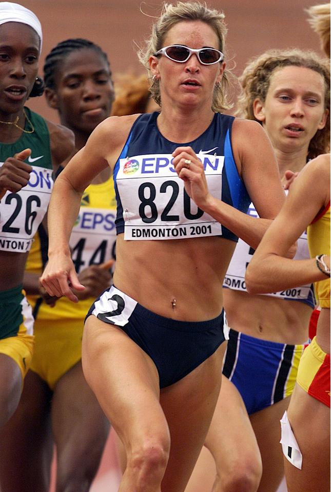 4 Aug 2001: Suzy Favor-Hamilton of the USA in action during the 1st round qualification of the womens 1500m during the second day of the 8th IAAF World Athletic Championships in Edmonton Canada. DIGITAL IMAGE. Mandatory Credit: Andy Lyons/ALLSPORT
