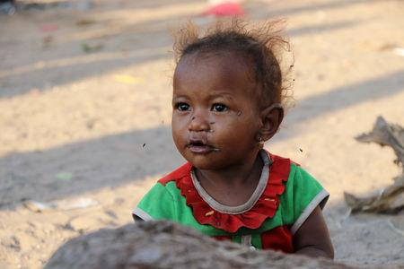 A girl is pictured at a camp sheltering displaced people from the Red Sea port city of Hodeidah near Aden, Yemen November 12, 2018. Pictures taken November 12, 2018. REUTERS/Fawaz Salman