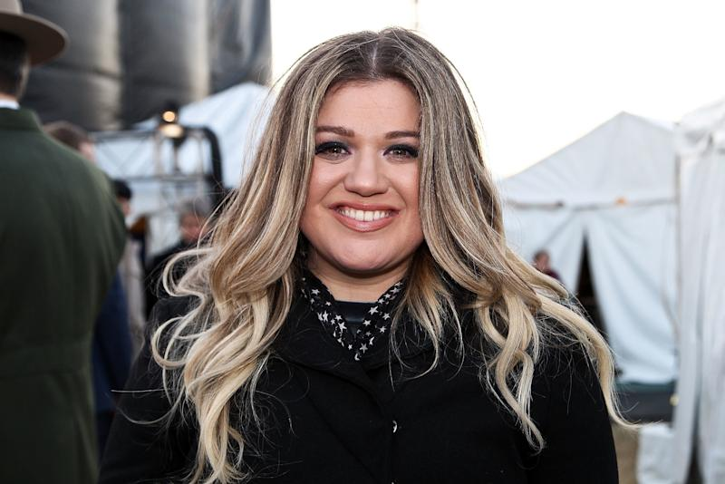 """Kelly Clarkson Gave Her Daughter Nutella, and Now the Internet Is Accusing Her of """"Child Abuse"""""""